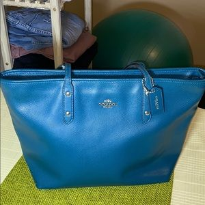 Coach Tote Bag With Zipper